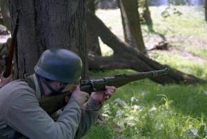 В Ізюмі у пенсіонера вилучили карабін і гранату