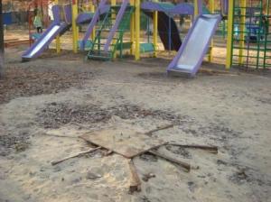 Детскую площадку снова разгромили