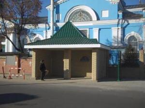 Нова автобусна зупинка біля Вознесенського храму