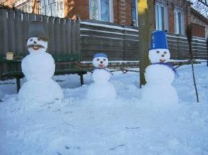 Снігові скульптури, немов із натури