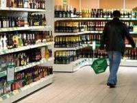 Ізюмські правоохоронці вилучають з торгівельних та розважальних закладів міста Ізюму фальсифіковані спиртні напої