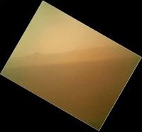 Марсоход Curiosity передал первый цветной снимок с Марса