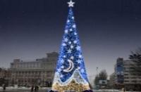 В Донецке установили елку от французских дизайнеров за 3 миллиона
