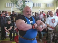 Украинский священник стал чемпионом мира по пауэрлифтингу