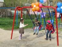 В Ізюмі відкрили новий дитячий майданчик