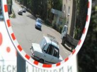В Славянске - дорожные нововведения в виде сферических зеркал безопасности!