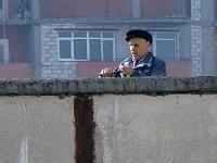 Харьковский пенсионер открыл стрельбу с крыши девятиэтажки из ненависти к человечеству (видео)