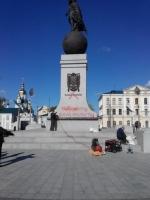 Неизвестные расписали сепаратистскими лозунгами монумент независимости в Харькове