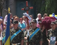 У Лозовій поховали танкіста Олександра Лавренка, який загинув у боях під Донецьком.