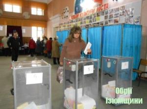 В Ізюмі виборчий процес проходить спокійно