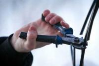 Несовершеннолетний вырезал телефонный кабель