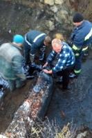 Лозівський район: співробітники служби порятунку врятували чоловіка, який потрапив у яму з рідкою смолою
