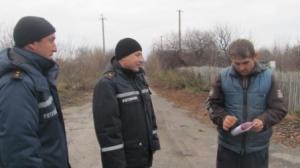 В селах Ізюмського району рятувальники проводять бесіди щодо дотримання вимог пожежної безпеки