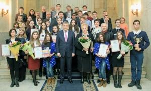 Юні ізюмчанки стали переможцями обласного конкурсу для дітей і молоді «Місцеве самоврядування – це ми!»