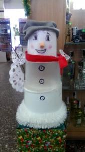 Креативний сніговик, на морозі жити звик