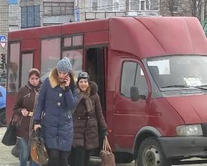 У Лозовій вартість проїзду у маршрутках з 1 березня подорожчає на гривню