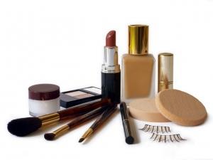 Догляд за шкірою обличчя: яку косметику вибрати?