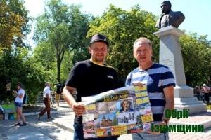 В Ізюмі вже продають календар з фото мурала Джона Леннона