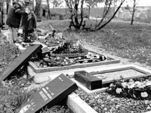 В Ізюмі покарано злодіїв за наругу над могилами